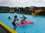 Zwembad De Marne krijgt nieuwe spullen overhandigd
